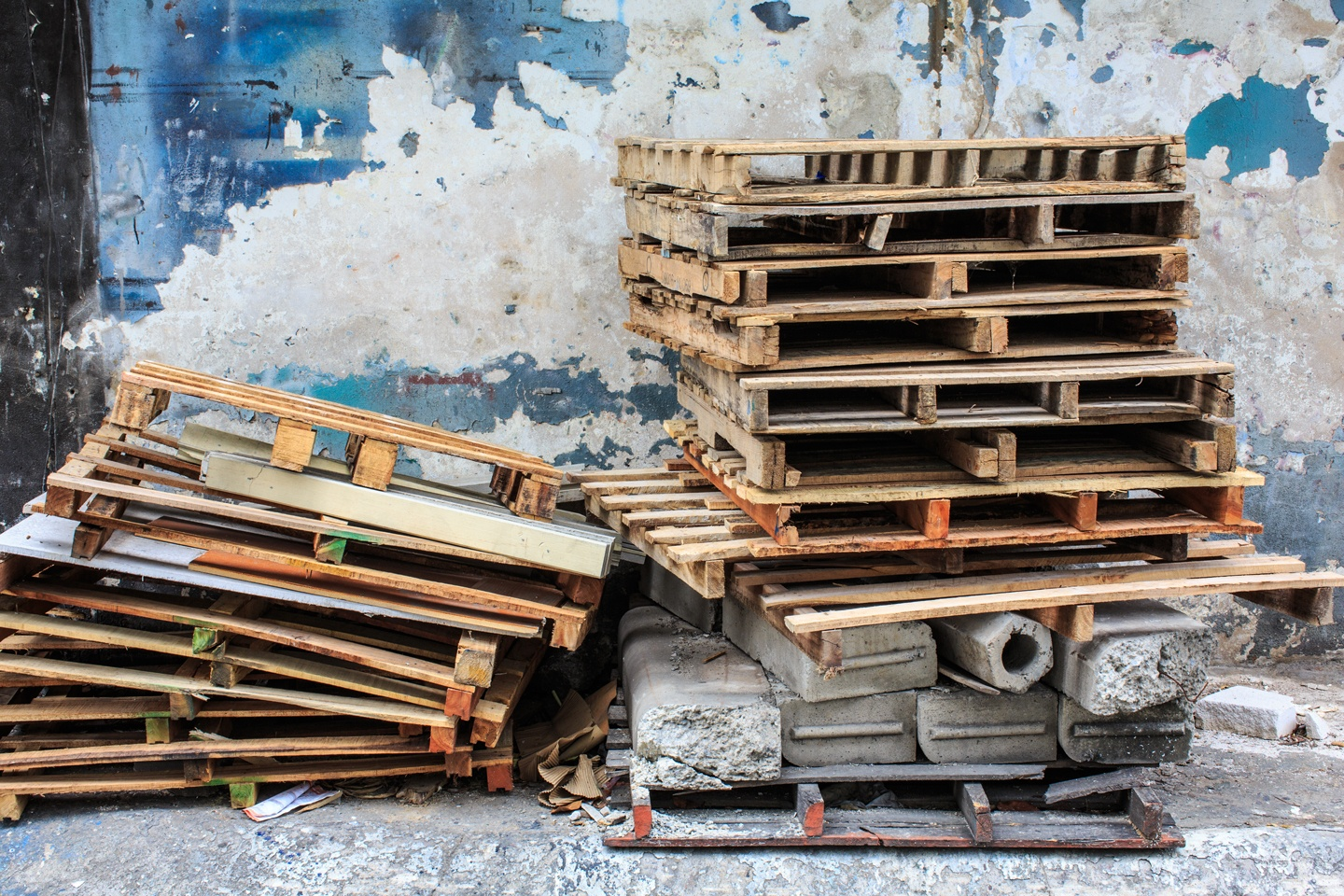 Damaged pallets sitting in a pile.