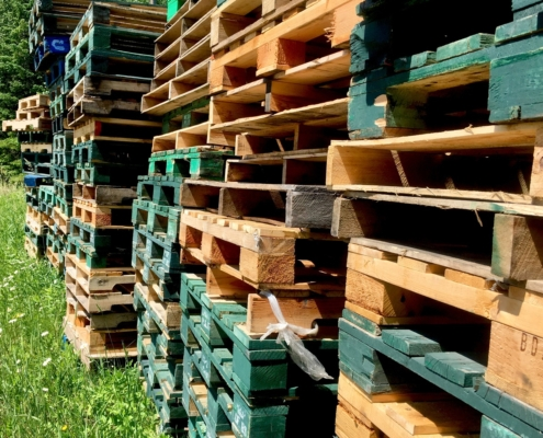 Recycled wooden block and stringer pallet stacks